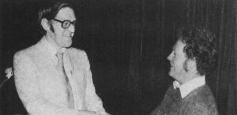 Présentation d'un prix à la 15e assemblée conjointe, 1980